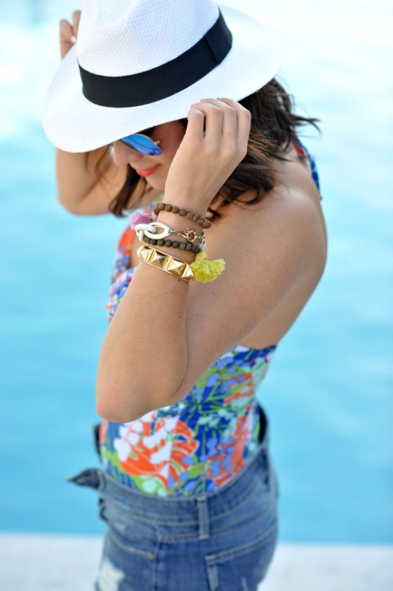 one-piece-swimsuit-and-fedora-summertime-pool-via-@mystylevita-1