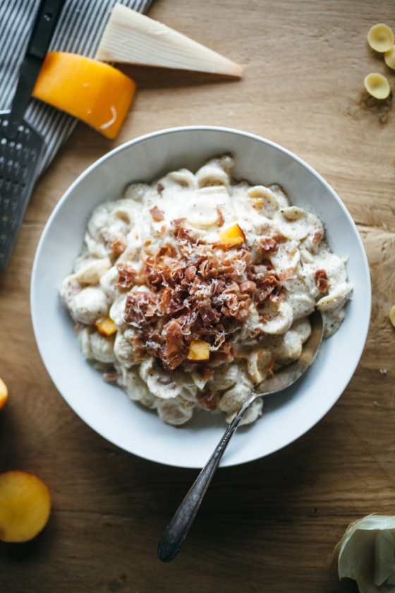 gouda+peach+prosciutto+mac+and+cheese-11